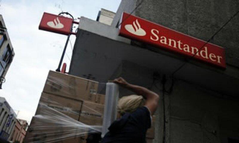 Santander enfrenta presión para disminuir los costos de endeudamiento ante el aumento de la morosidad. (Foto: Reuters)