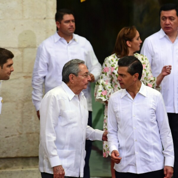 Al término de la ceremonia, los mandatarios se dirigieron al despacho del gobernador yucateco, donde intercambiaron regalos.