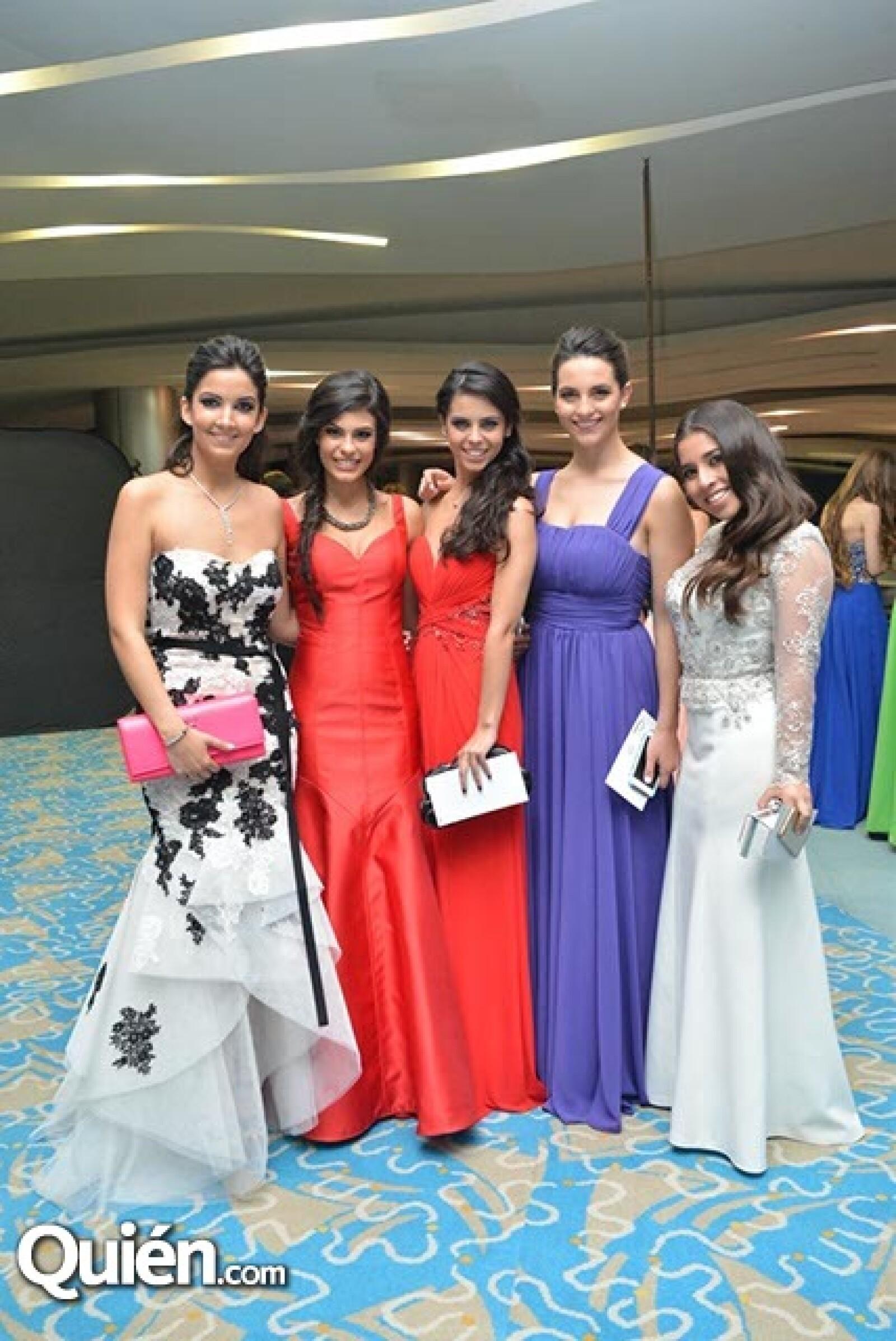 Pamela López,Fer Orozco,Andrea García,Lina Zuñiga y Renata Tello de Menéses.