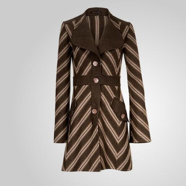 Como punto de partida en los trajes y pantalones, podemos encontrar influencia de la moda ecuestre.