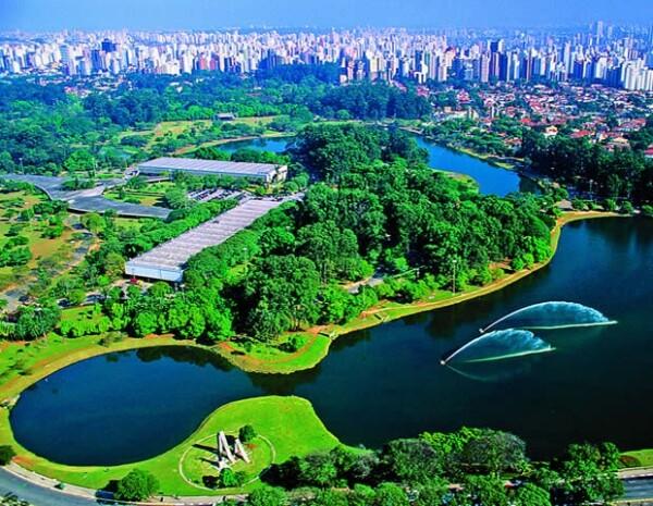 Parque do Ibirapuera, para ir a caminar o correr y después tomar un delicioso açai o agua de coco.