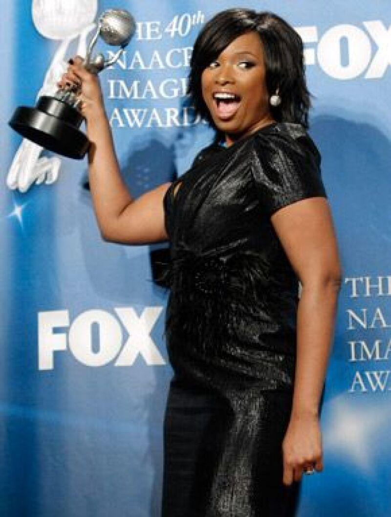 La esposa de Jay-Z se llevó los galardones a Mejor Canción y Artista Femenina, mientras que Jennifer se alzó con el trofeo a Artista Novel.