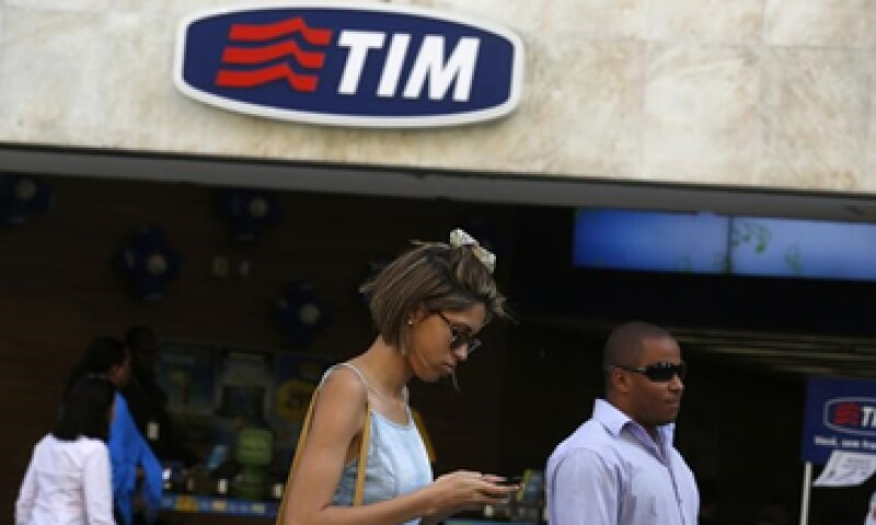 Según fuentes de Reuters, las empresa rivales habrían acordad ofrecer una suma combinada de  13,000 mdd. (Foto: Reuters )