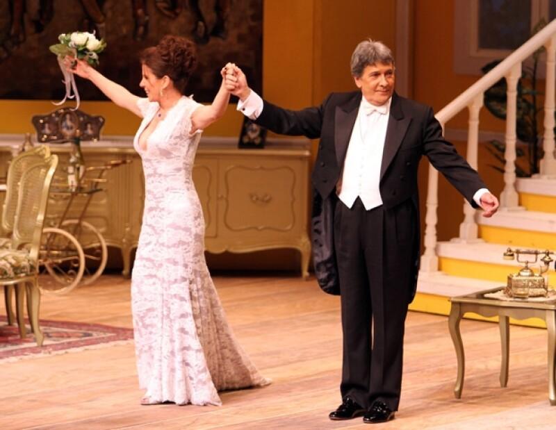Rebecca Jones y Juan Ferrara, ayer, en el Teatro de los Insurgentes.