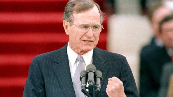 George Herbert Walker Bush fue el cuadragésimo primer Presidente de los Estados Unidos de América, del 20 de enero de 1989 al 20 de enero de 1993. Y vicepresidente del 20 de enero de 1981 al 20 de enero de 1989.