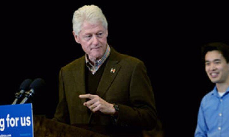 Bill Clinton rindió tributo a Hillary Clinton destacando su determinación de tener un país más seguro. (Foto: AFP )