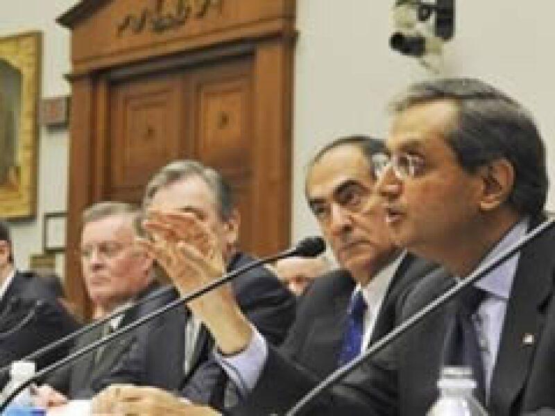 Los presidentes ejecutivos de los bancos rescatados acudieron al Congreso a rendir cuentas. (Foto: Reuters)
