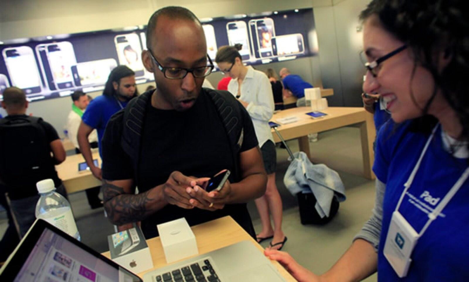 Para el actual trimestre, que termina el 26 de junio, analistas esperan aproximadamente que se vendan unos 8 a 9 millones de de iPhones.