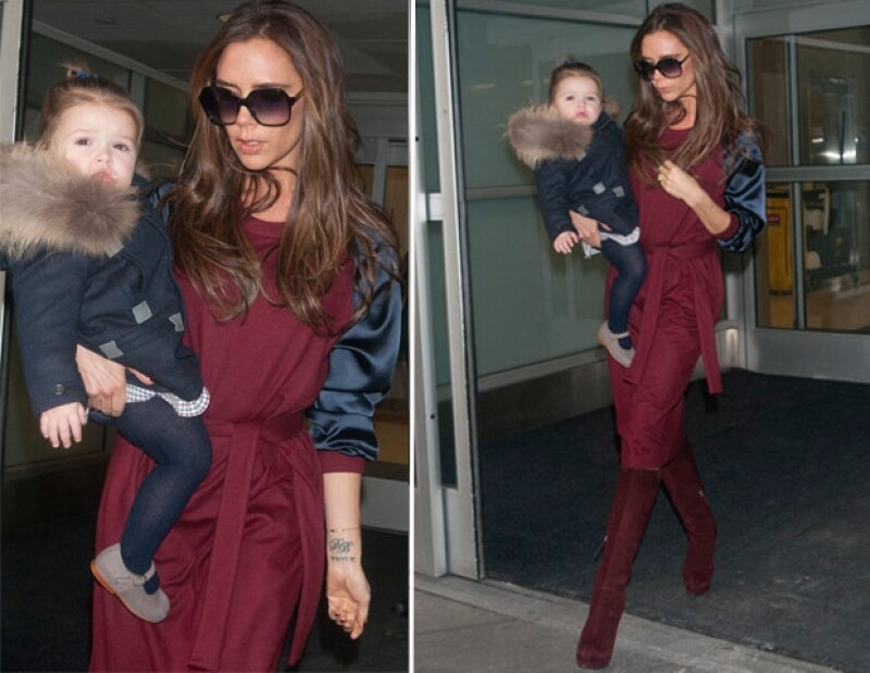 """El par de """"Damas de la moda"""" fue fotografiado en el aeropuerto JFK, en Nueva York, donde se encuentran con motivo de la Semana de la Moda que se celebrará en días próximos."""
