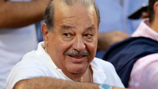 La revista Quién lo incluyó en la lista de los 50 personajes que mueven a México. Es uno de los hombres más ricos del mundo pero para él su verdadero tesoro son sus seis hijos y sus nietos.