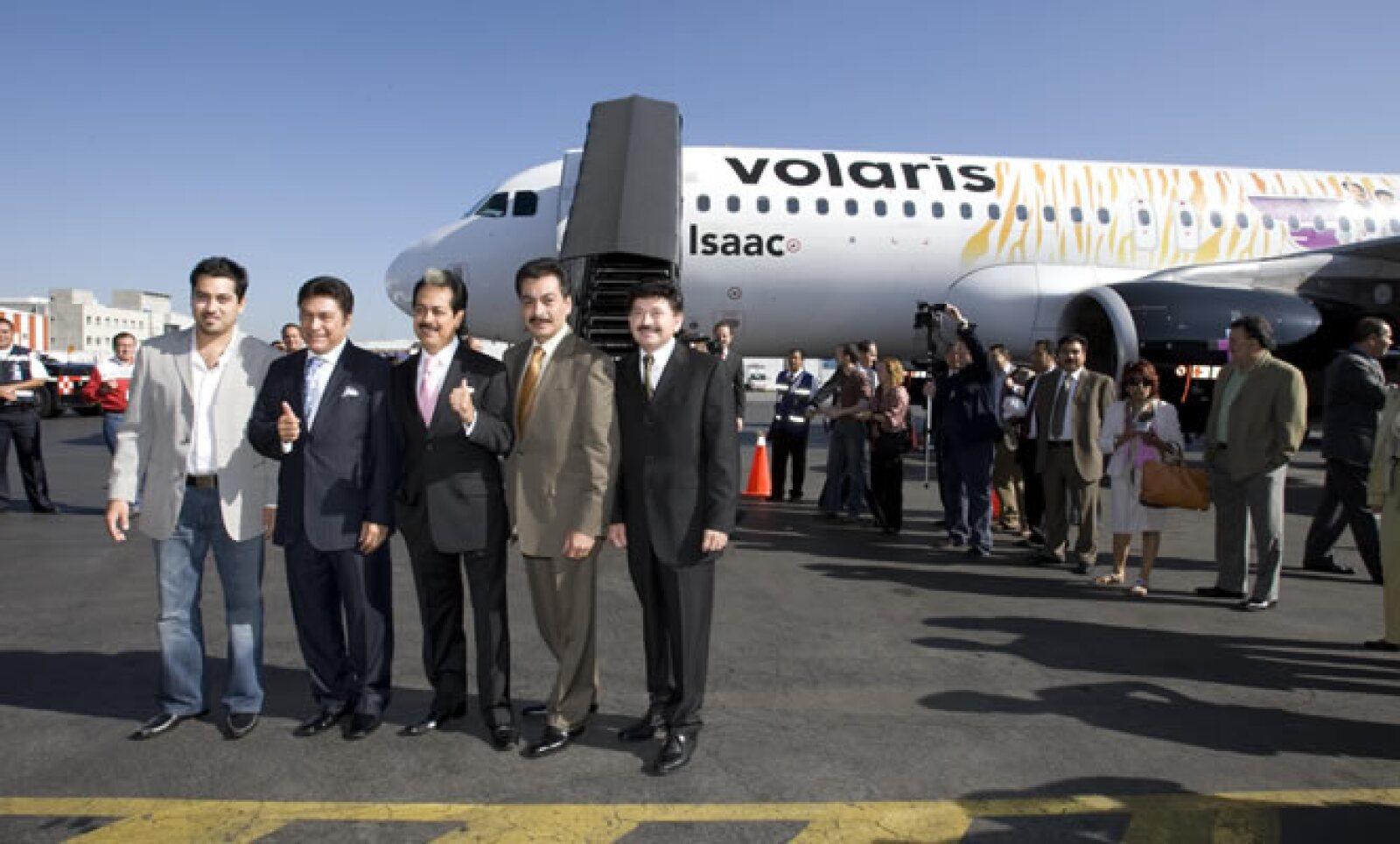 Los tigres del norte tocaron en pleno vuelo con Volaris este miércoles 12. Salieron del Aeropuerto Internacional de Toluca y aterrizaron en Los Ángeles.