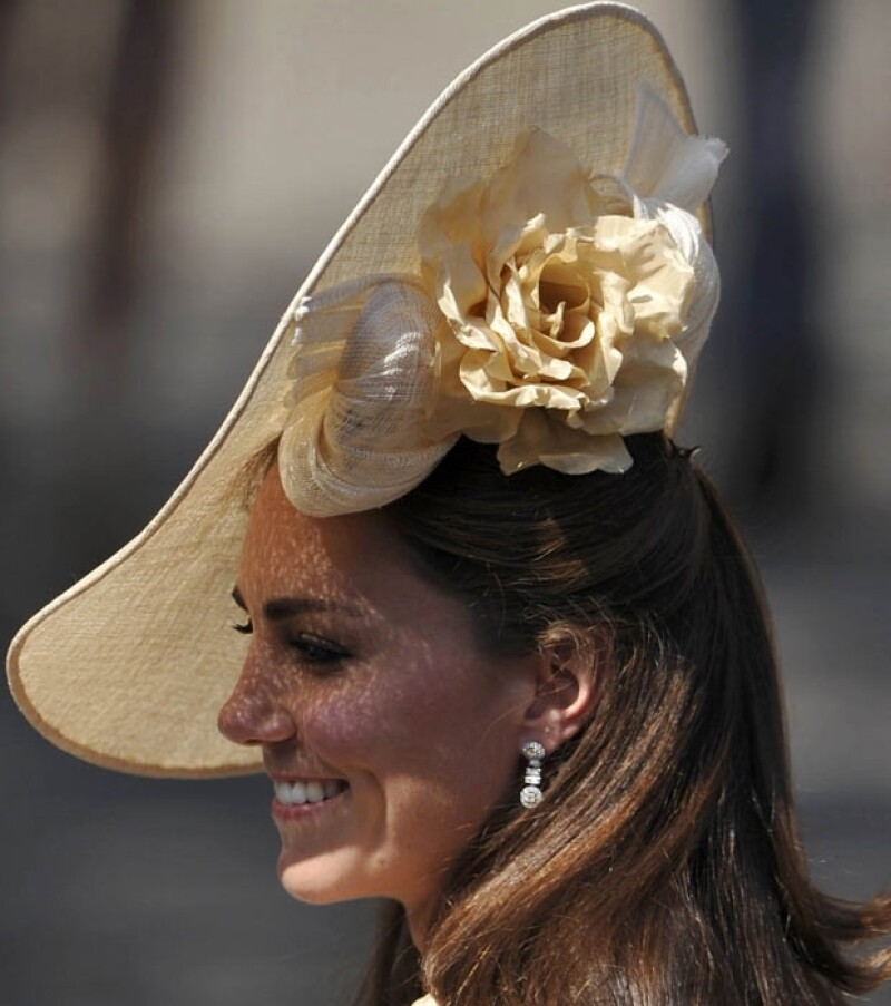 La esposa del príncipe Guillermo para sus primeras fiestas decembrina con la familia Real británica y ya se especula la ropa usará para el gran día.