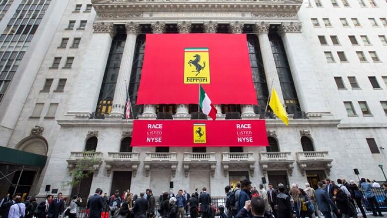 La marca italiana de automóviles deportivos Ferrari, filial de Fiat Chrysler Automobiles, arrancó operaciones este miércoles en la Bolsa de Nueva York.