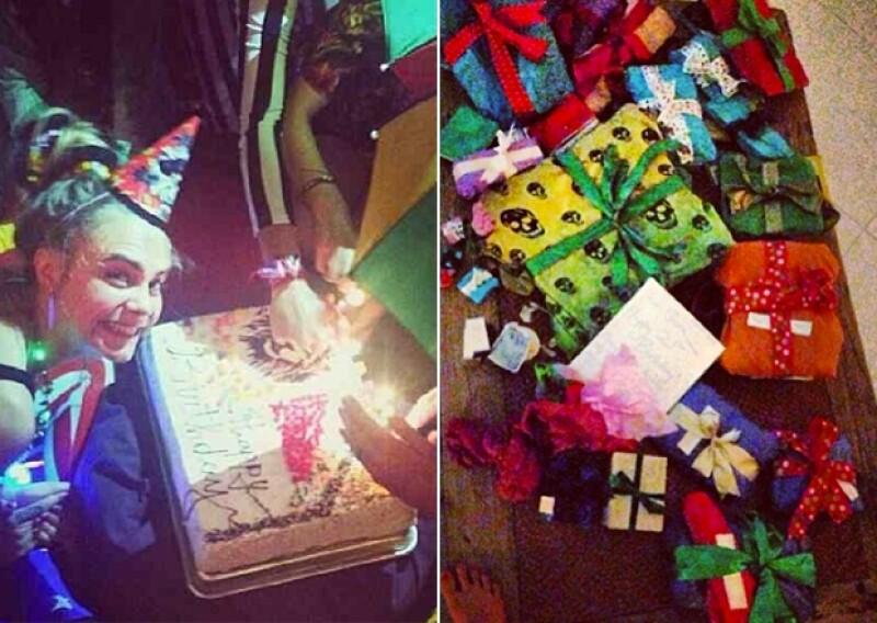 Cara soplando las velitas de su pastel. Presumió todos sus regalos de cumpleaños.