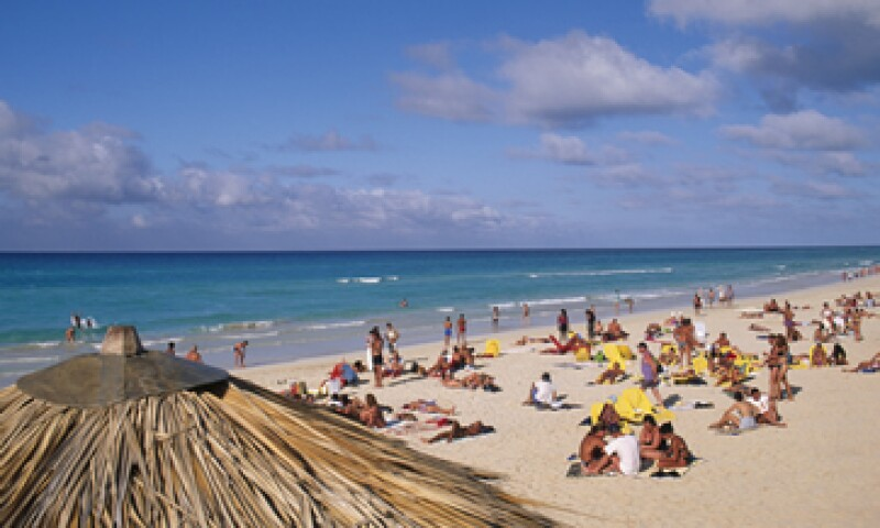 Varadero, principal destino vacacional de Cuba, recibe el 44% del total de turistas que visitan el país en busca de sol y playa. (Foto: Getty Images)