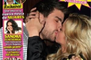 La imagen de la pareja besándose fue portada de la revista TV y Novelas.