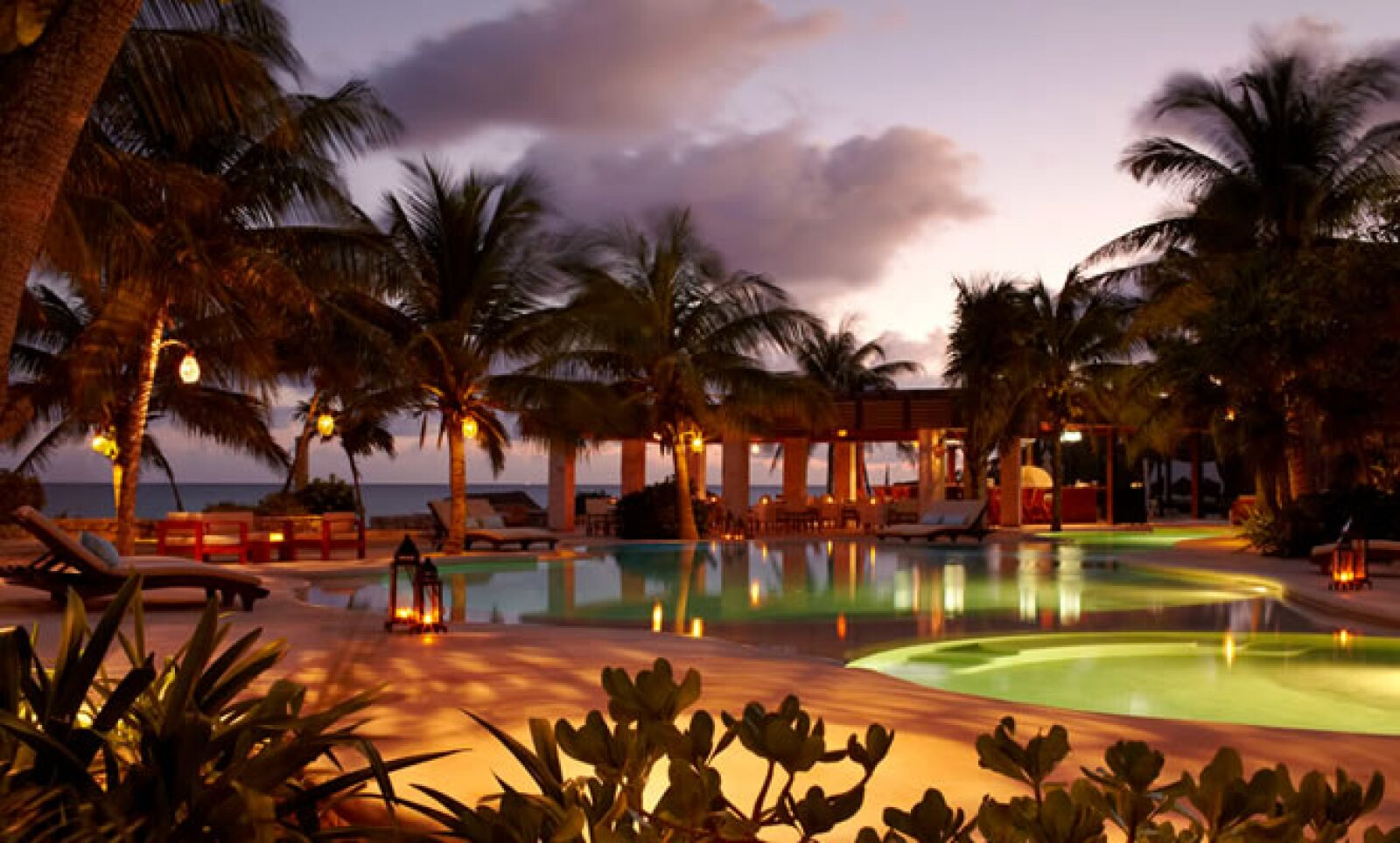Viceroy Riviera Maya es un exclusivo resort de lujo situado en las turquesas aguas del Caribe y sumergido en la enigmática selva de este locación.