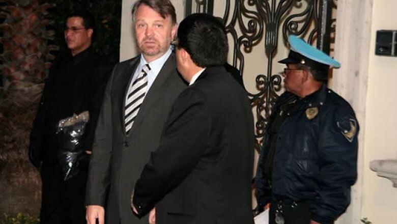 El exsecretario de relaciones exteriores, Jorge Castañeda, acompañó a la familia Saba en el funeral.