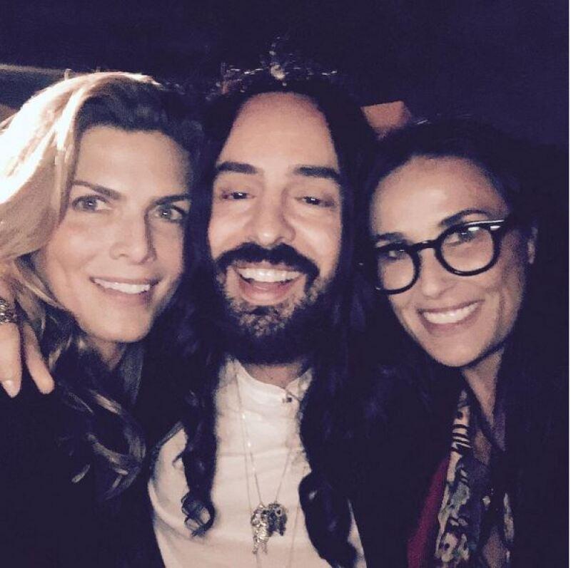Montserrat Oliver junto a Alessandro Michele, director creativo de Gucci, y Demi Moore.