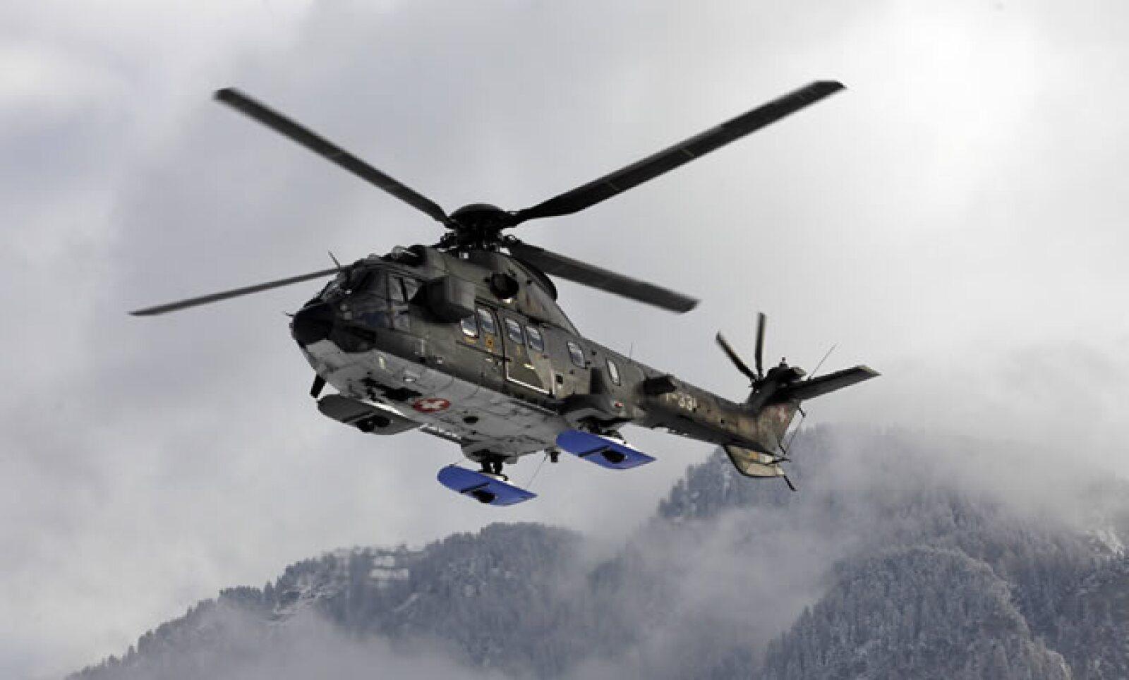 Las fuerzas aéreas militares realizan vuelos de vigilancia, controles por radar y están disponibles para actuar aviones F18 y helicópteros Pc-7.