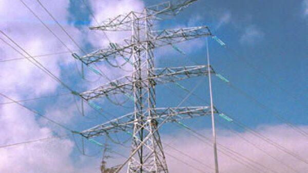Una línea de transmisión eléctrica de la Comisión Federal de Electricidad (CFE) (Foto: Cuartoscuro)