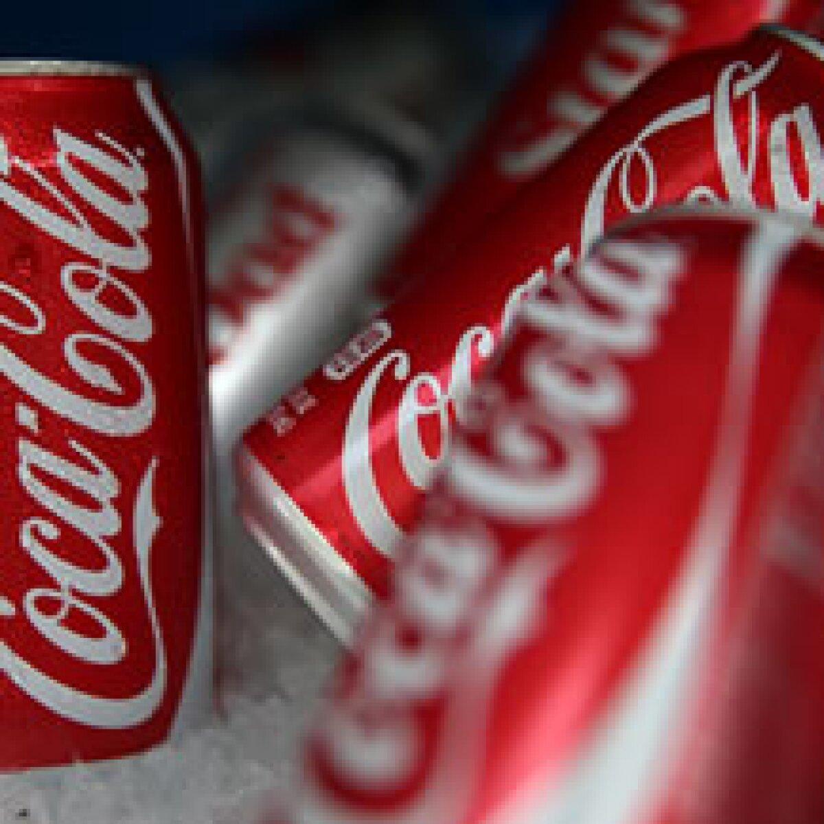 Coca mitiga impuesto a refresco con latas personalizadas