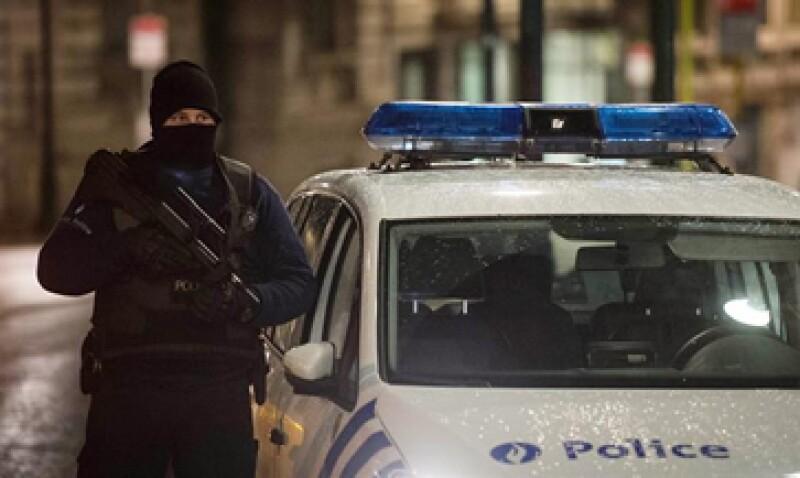 La policía llevó a cabo redadas tras los atentados de París. (Foto: EFE)