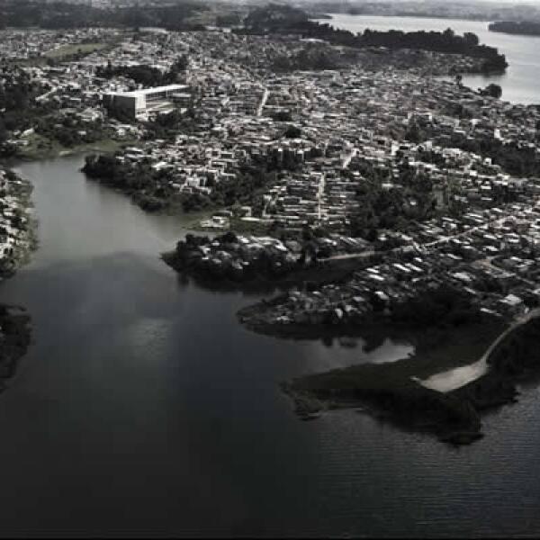 La barriada Ciudad Dutra al sur de la ciudad fue antes una zona natural protegida, hoy no tiene drenaje porque sus habitante no tienen derecho sobre la tierra, las aguas negras se tiran en la cuenca que representa una tercera parte del suministro de agua