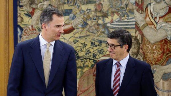 El rey Felipe VI con el presidente del Congreso hasta la disolución de las cortes, Patxi López (der.), en una reunión el pasado 26 de abril .