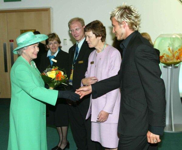 Reina Isabel  y David Beckham 1