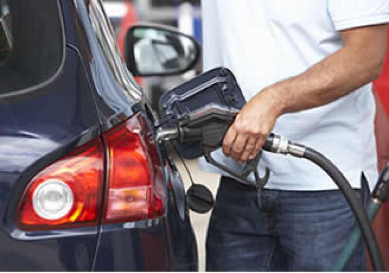 El alza en los precios de la gasolina afectó a consumidores y empresas: Fed. (Foto: Photos to Go)