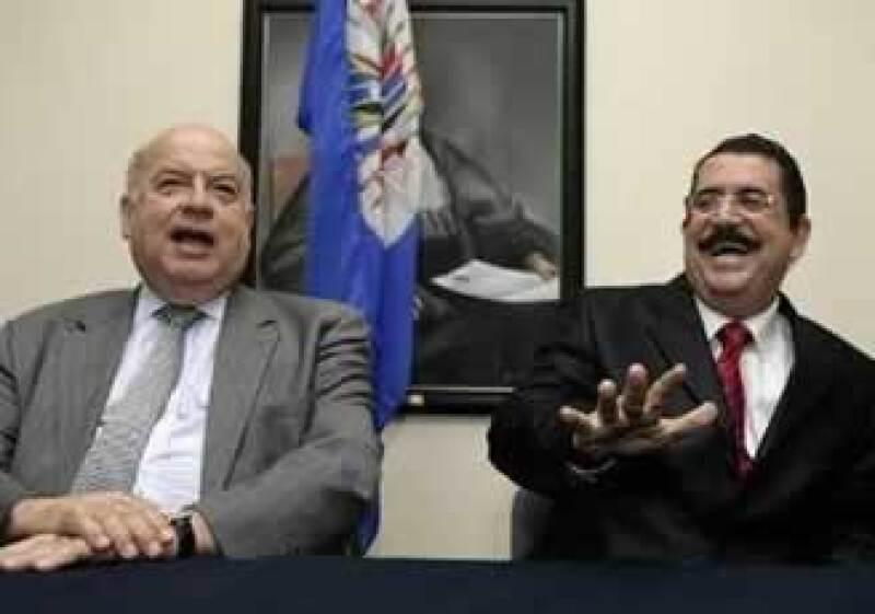 José Miguel Insulza y Manuel Zelaya buscan dialogar con Michelett.  (Foto: Reuters)