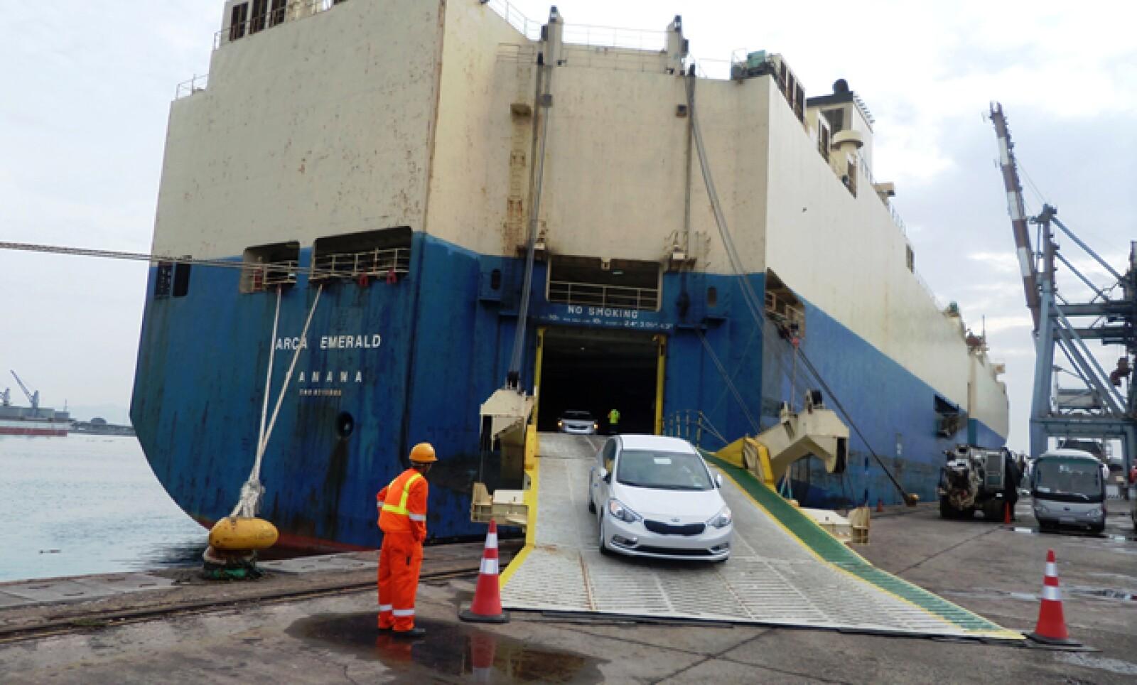 Los modelos Forte se suman a las unidades Sportage que llegaron la semana pasada al puerto de Veracruz procedentes de Eslovaquia.