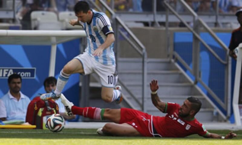 Lionel Messi tiene un valor de 164 mdd, de los cuales 25 mdd corresponden a su salario como jugador. (Foto: Reuters)