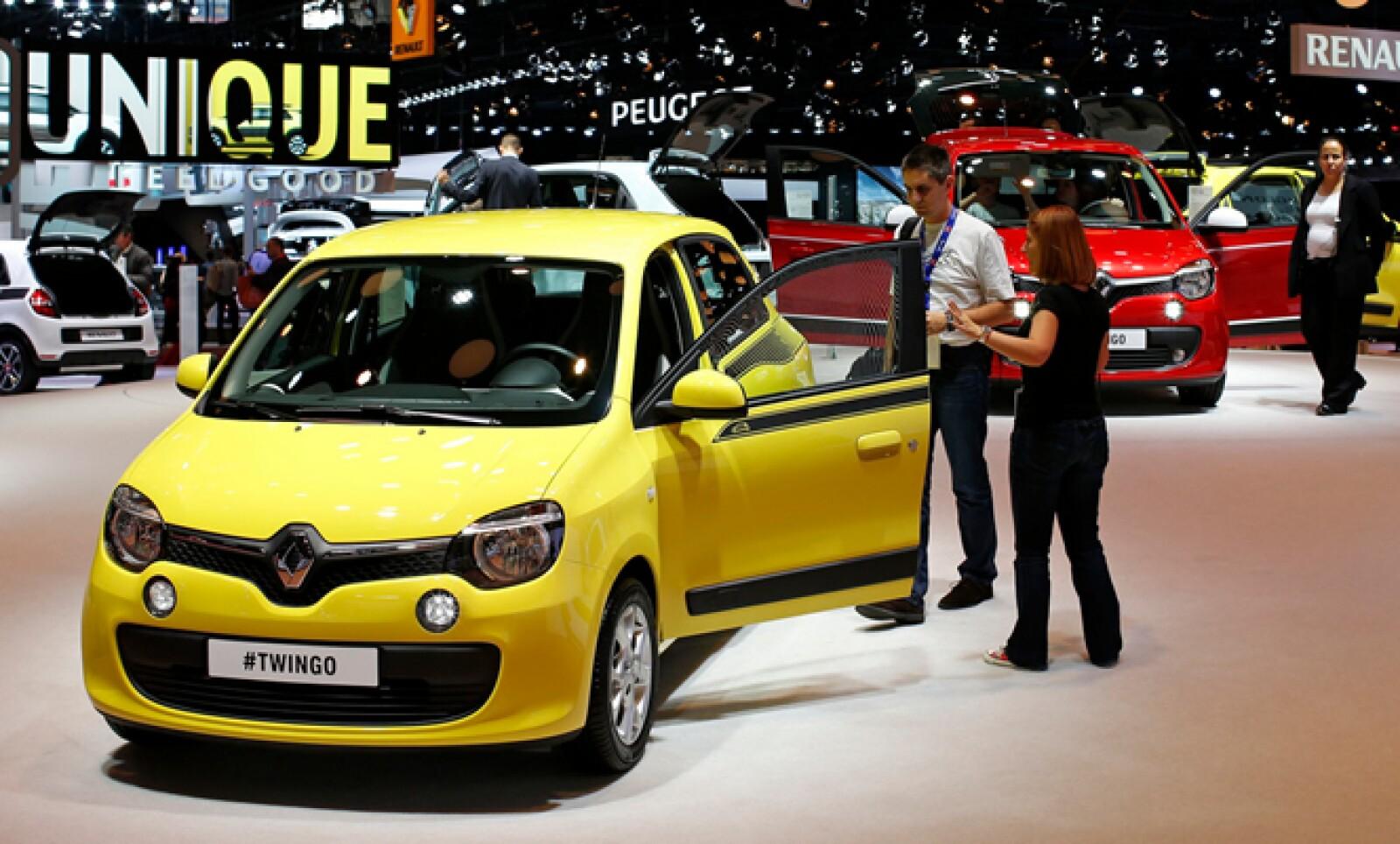 La italiana presentó la nueva versión Twingo (en la foto) y su renovada Espace.
