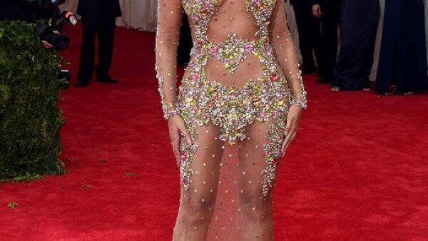 Fue una de las mejor vestidas del Met Gala, sin embargo, ese Roberto Cavalli nos recuerda mucho a un Givenchy Haute Couture que Queen B lució como nadie en 2012.