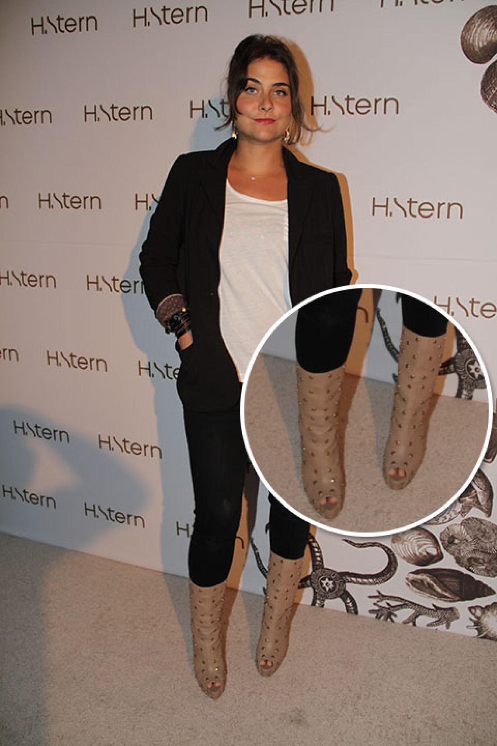 Alexia Camil con unos botines peep toe con estoperoles.