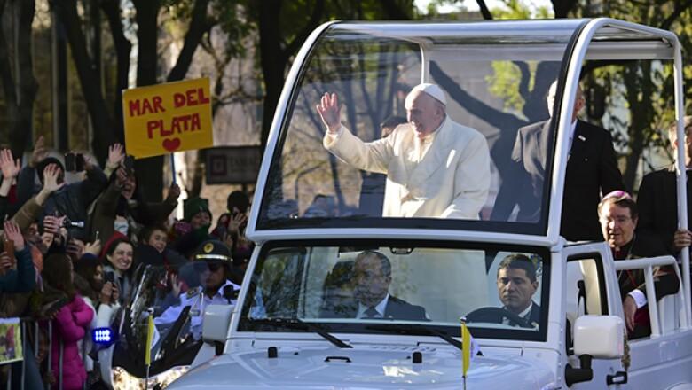 El papa recorrió la Ciudad de México para visitar Palacio Nacional.