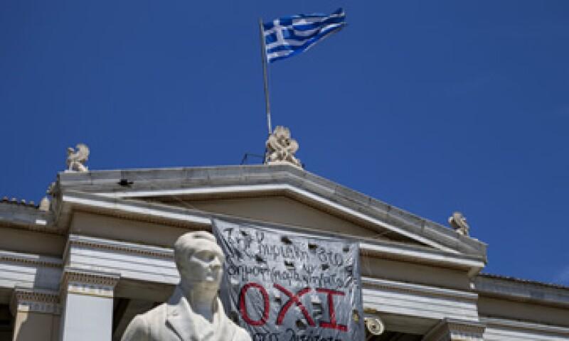 La mayor parte de la deuda de Grecia está en manos de gobiernos de instituciones financieras globales. (Foto: Especial)
