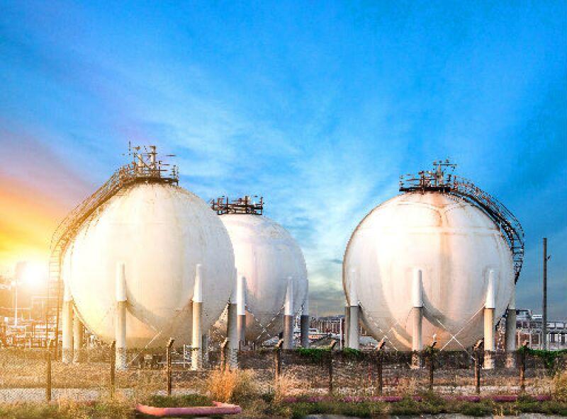 refiner�a de petrol�feros