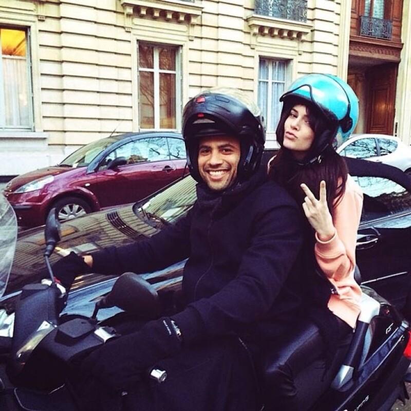"""La modelo de la familia se encuentra en Francia trabajando en algunas pasarelas como Givenchy y Chanel, pero mientras no está en las """"oficinas"""" disfruta de la ciudad."""
