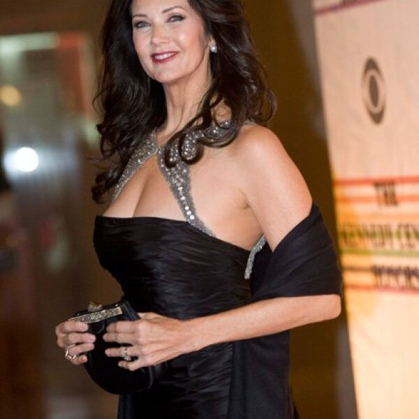 Una guapa y bien conservada Lynda Carter asistió al evento.