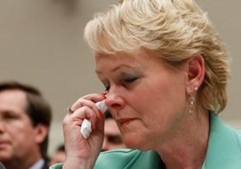 Rhonda Smith presentó su testimonio sobre las fallas de los autos Toyota, y lanzó críticas a las autoridades de EU y a los directivos de la empresa. (Foto: AP)