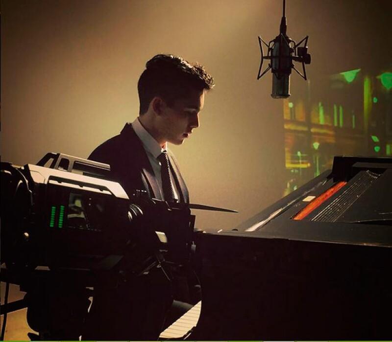 """Sergio, de 17 años, filmó este lunes el clip de """"Green Eyes"""", tema que formará parte de su primer disco, el cual, según informa el diario Reforma, estará listo a principios de 2016."""