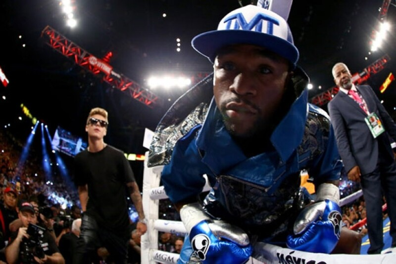 Justin suele acompañar a Floyd Mayweather en sus peleas más importantes.