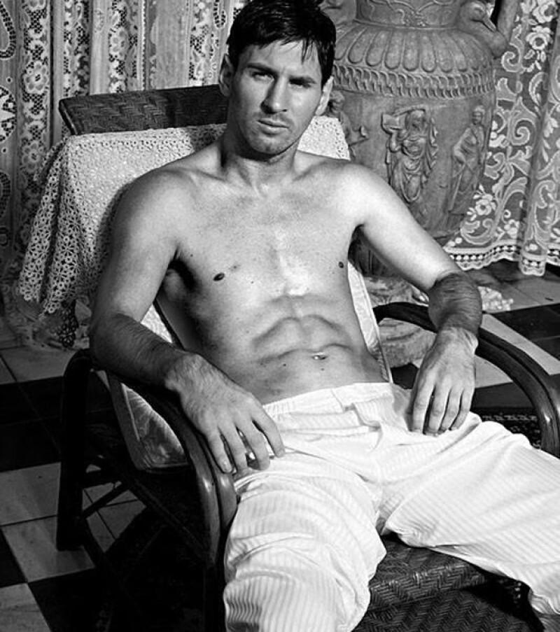El futbolista de 25 años, se estrena como embajador de la línea de ropa interior de la firma italiana.