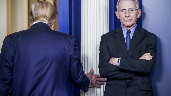El presidente de los Estados Unidos, Donald Trump, dirige una sesión informativa sobre el coronavirus, en la Casa Blanca, en Washington.