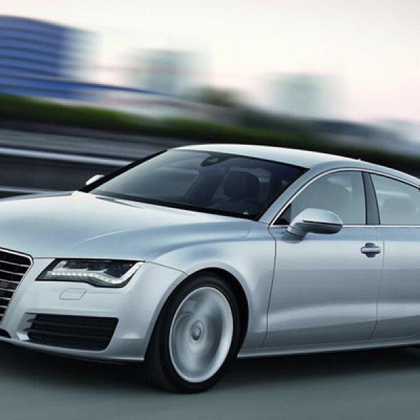 Acelera de 0 a 100 kilómetros por hora en 5.6 segundos y tiene una velocidad máxima de 250 kilómetros por hora (km/h).