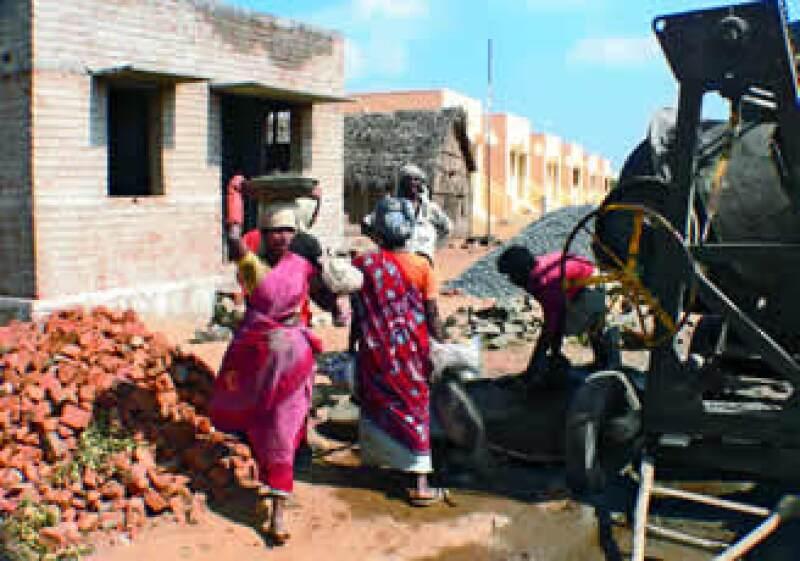 El gobierno indio busca minar la pobreza patrimonial vía la construcción de casas como