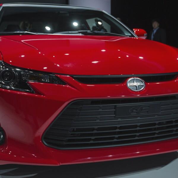 Toyota presentó su Scion tC 2014 en el salón, donde no se pueden comprar directamente los autos.